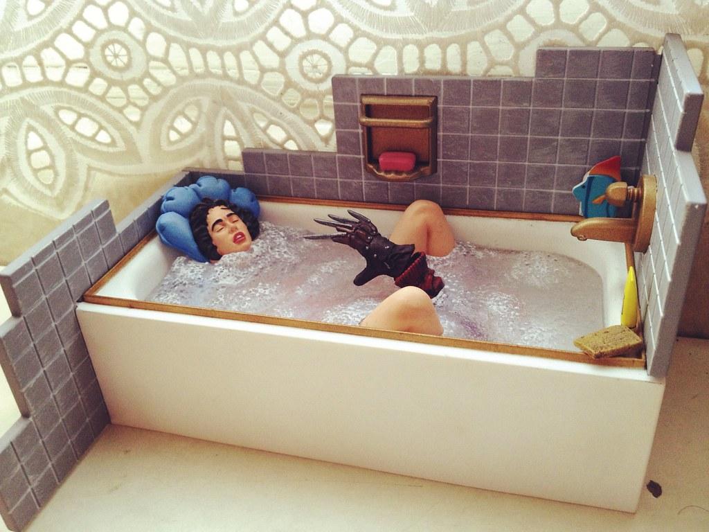 Sexy bath scene nightmare on elm street freddy krueger for Hot bathrooms photos