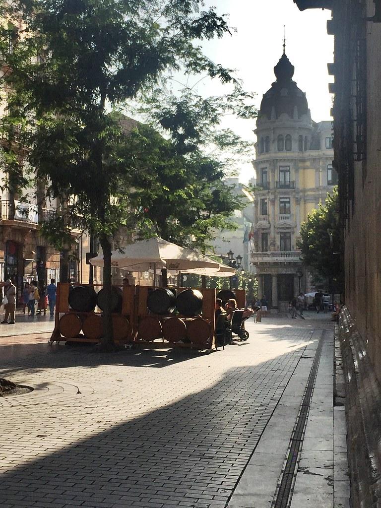 Calle Con Terraza En Oviedo España Catalina Comas Flickr