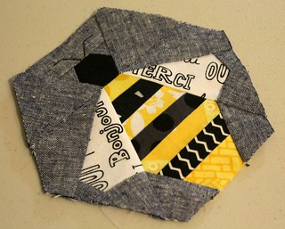 paper piece bee pattern by Badskirt | by aquilterstable