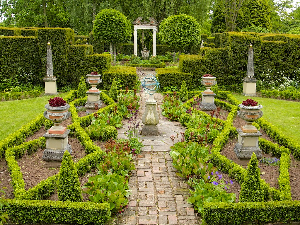 The laskett a visit to sir roy strong 39 s garden in for Famous garden designs