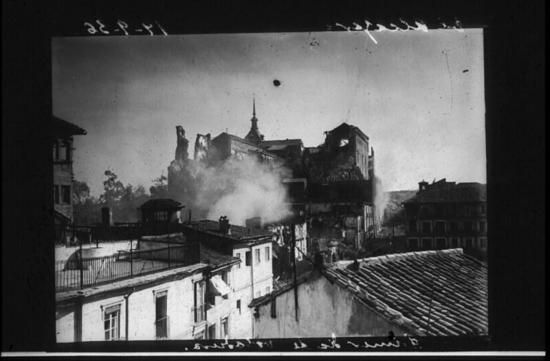 Toledo durante la guerra civil, asedio del Alcázar, 19 de septiembre de 1936. Fotografía de Santos Yubero © Archivo Regional de la Comunidad de Madrid, fondo fotográfico