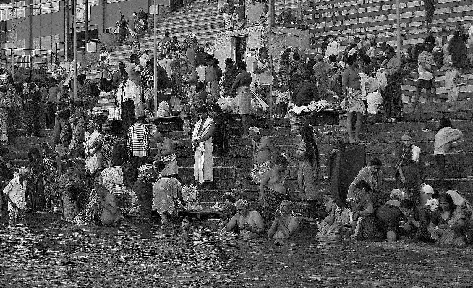 INDIEN, india, Varanasi (Benares) frühmorgends entlang der Ghats , 14449/7353