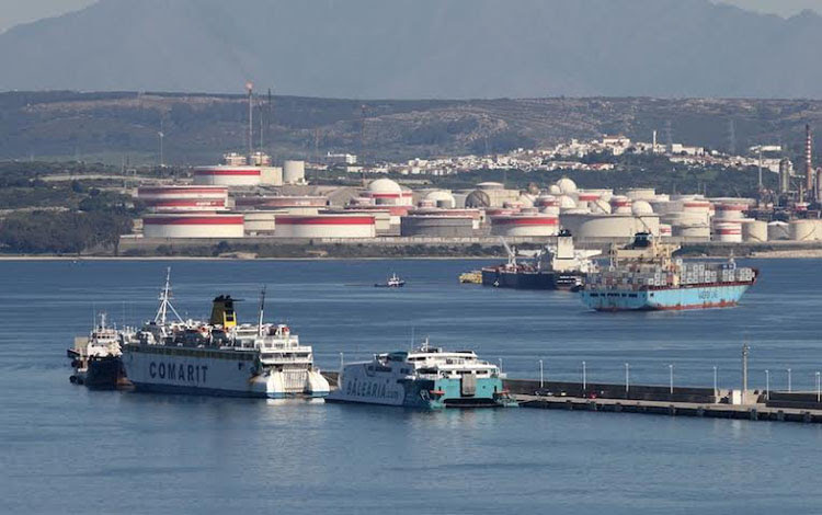 bahia algeciras barcos refineria 11