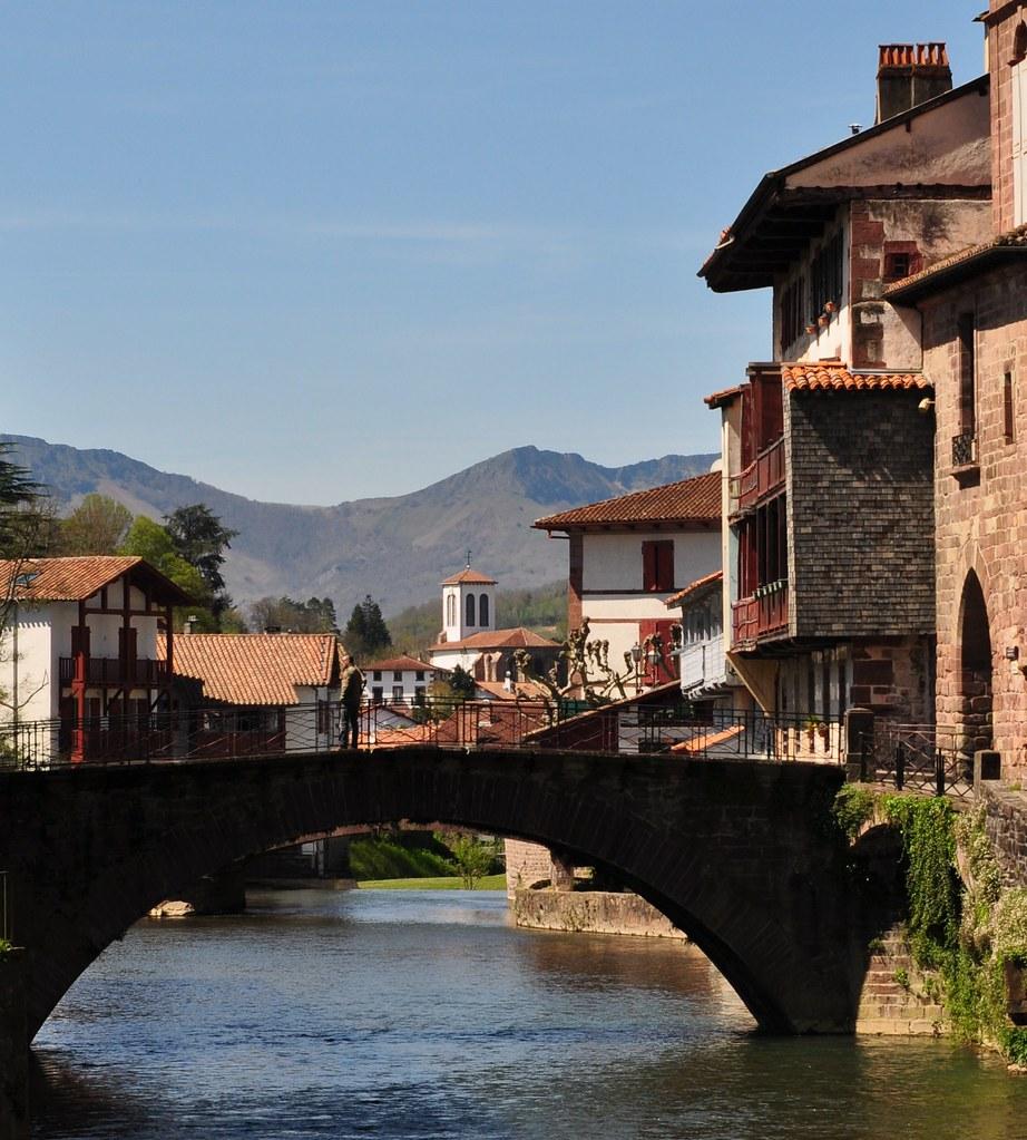 La nive le pont vieux et l 39 glise d 39 uhart cize saint jea - Lycee de navarre st jean pied de port ...