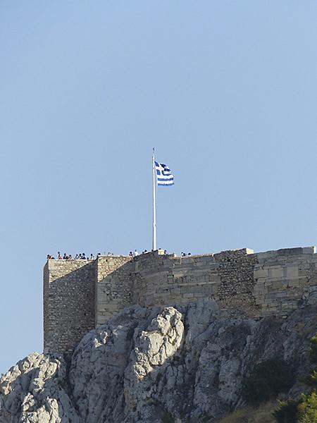 drapeau grec en haut de l'Acropole