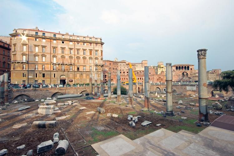 Piazza_Foro_Traiano_2