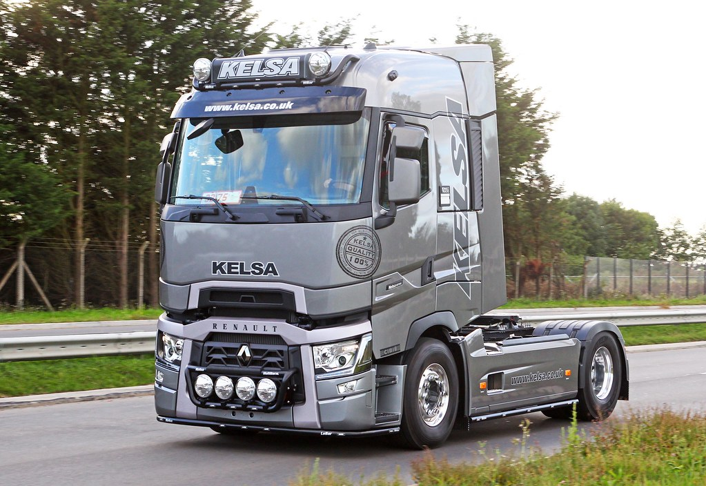 Renault range t kelsa leaving the retro truck show 11 for Renault range t interieur