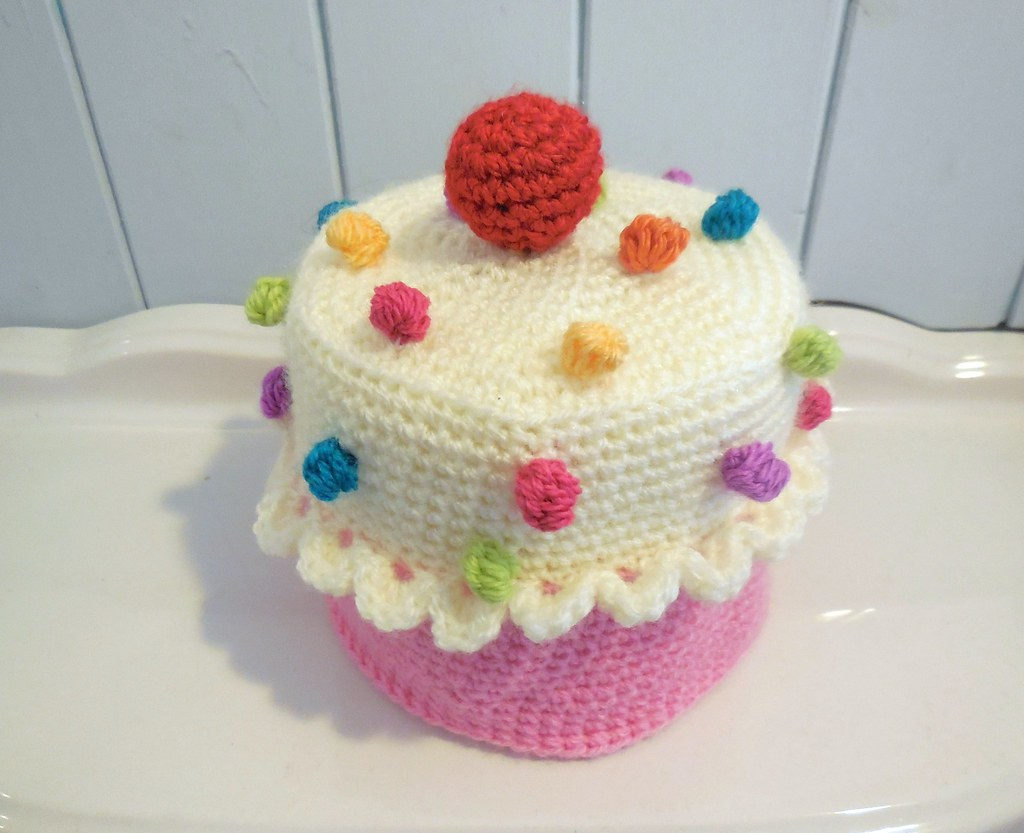 Free Crochet Patterns For Toilet Tissue Holders : cupcake toilet roll cover pattern available on etsy Flickr
