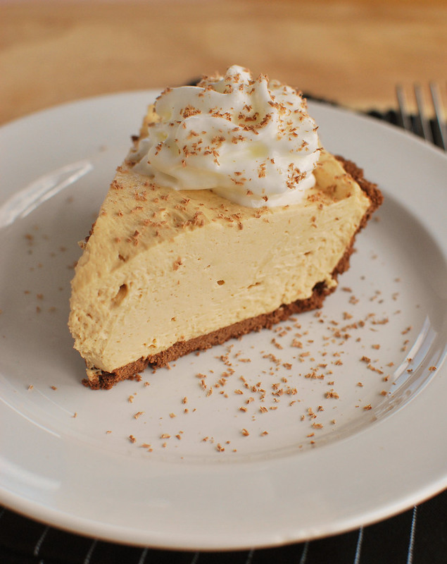 No Bake Peanut Butter Pie - the creamiest peanut butter pie with a graham cracker crust. Only 6 ingredients, so easy, and everyone always begs for the recipe!