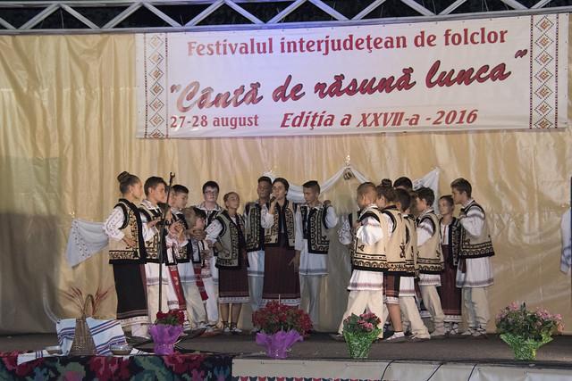 """GRUPUL FOLCLORIC """"MOVILENII"""", Comuna Movileni, Jud. Galați la Festivalul """"Canta de Rasuna Lunca"""""""