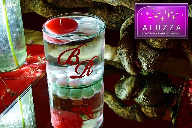 Cilindro de cristal con velas flotantes e iniciales decor - Decoracion con velas ...