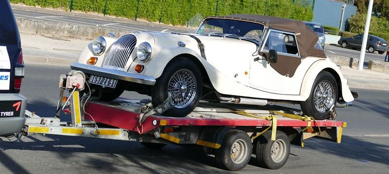 Transport et arrimage d'une Morgan Plus 4 sur remorque 29597027446_394c2c358d_c