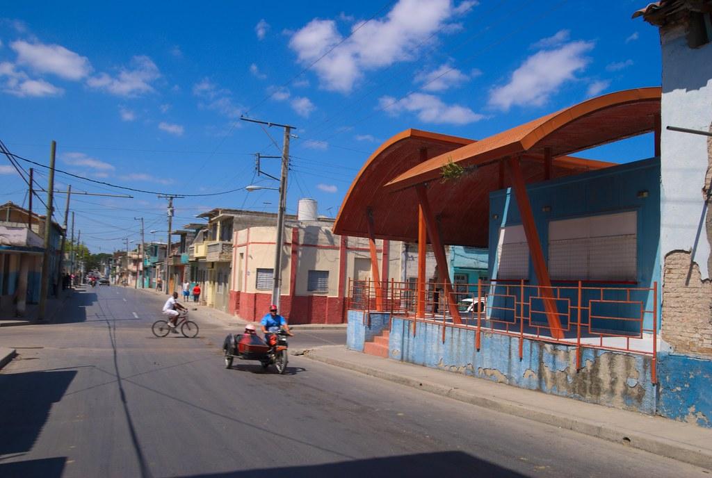 Tienda El Arco Rojo Que Reemplazo Una Alta Y Bella Casa C Flickr