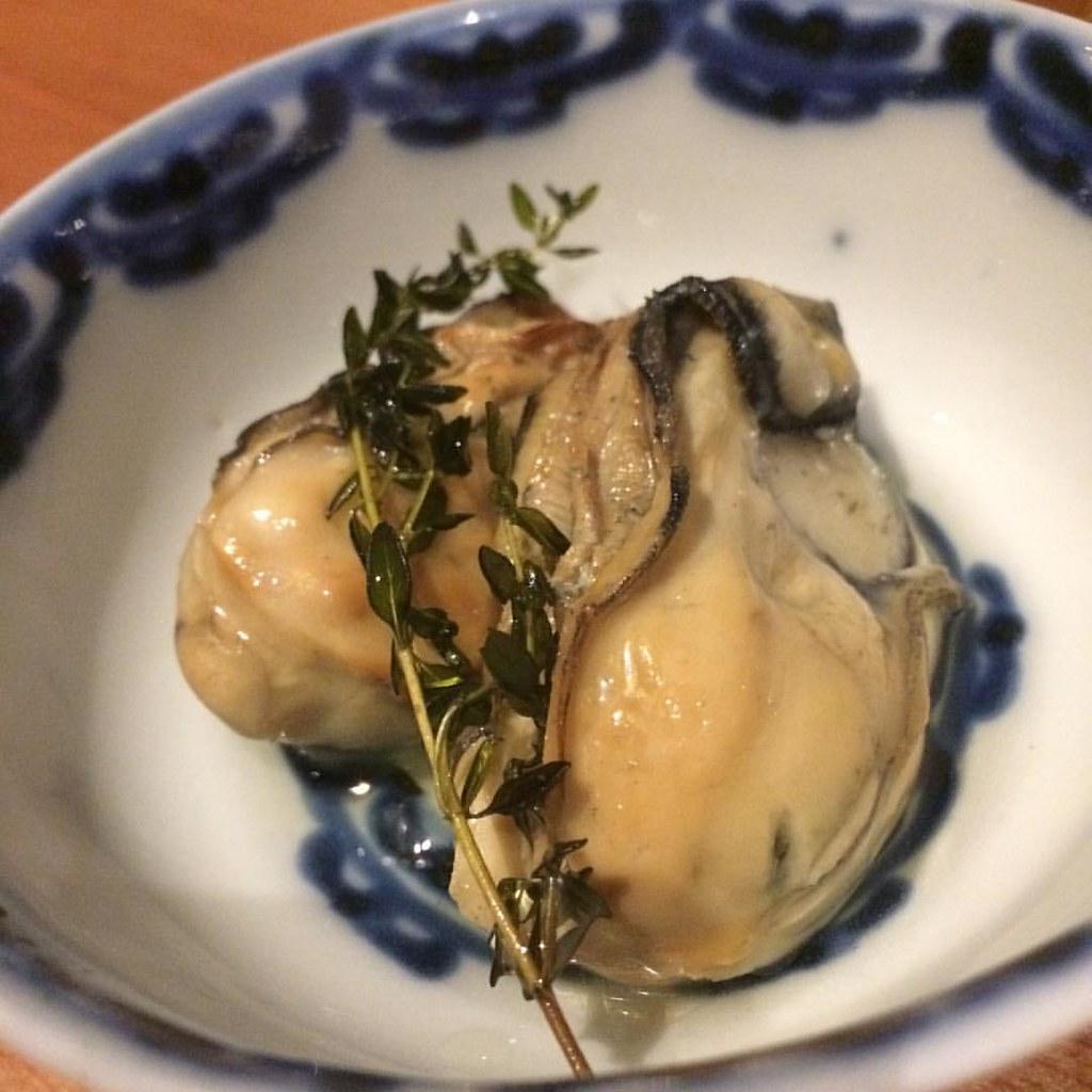 牡蠣のスモーク。うまっ!なにこれやばすぎるでしょ。美味すぎるぞ。やばい
