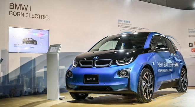 [新聞照片二]BMW i與2016臺北世界設計之都共同呈現「國際設計大展」 BMW總代理汎德於展覽現場展出BMW i3