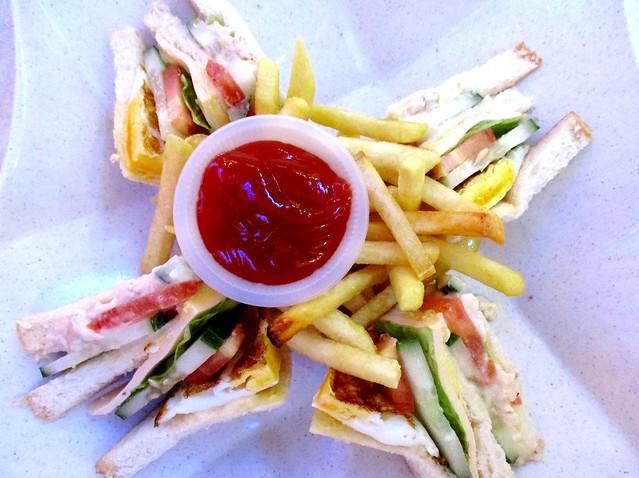 SCR Sg Merah sandwich & French fries 1
