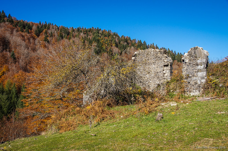 Ruinas de las antiguas casas de los guardas de Irati