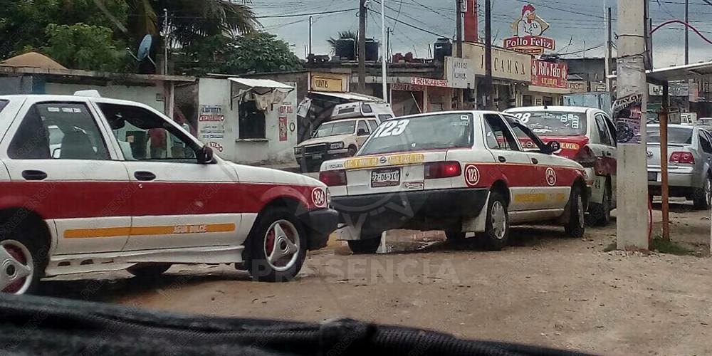 Retiran a taxistas de zona de ascenso en terminal de ado for Piletas de agua salada en zona sur