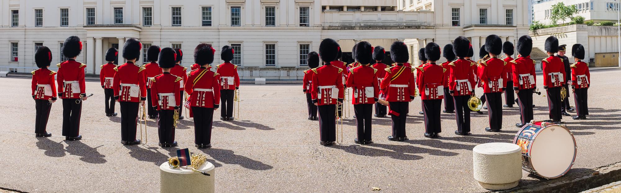 Ensayando para el cambio de guardia de Buckingham Palace.