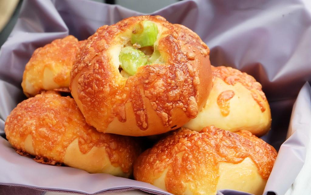 吳寶春師傅團隊施政喬主廚帶來的雞肉皇帝豆麵包 攝影:陳文姿