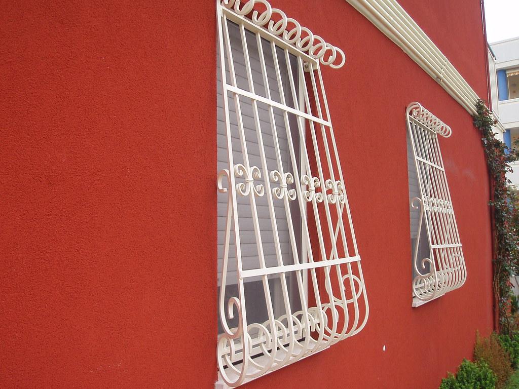 Grate grate x finestre zincate e verniciate flli di stefano snc campomarino flickr - Grate x finestre ...