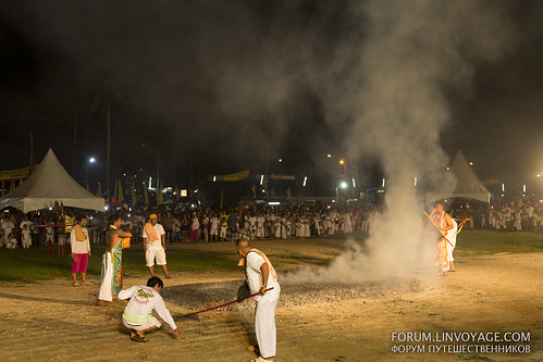 Fire walking at Phuket Vegetarian Festival. October, 2016. Phuket, Thailand | by forum.linvoyage.com