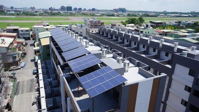 20161003 太陽能專區與屋頂。高雄小港建築物  圖片來源:高雄市建管處