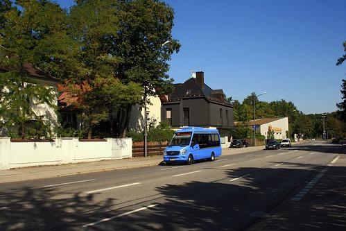 Von der Tram an der Amalienburgstraße startend und vorbei am S-Bahnhof Obermenzing fährt die neue Linie 158 einmal in einem großen Kreis durch Obermenzing.