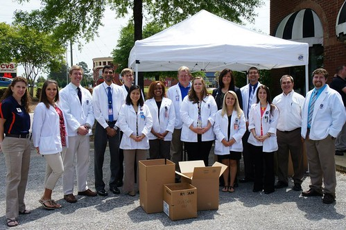 Auburn student pharmacists, police collaborate to remove unused and expired medications from homes | by Auburn University