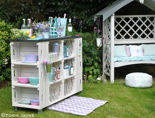 DIY outdoor bar tutorial with step by step instructions | by toriejayne