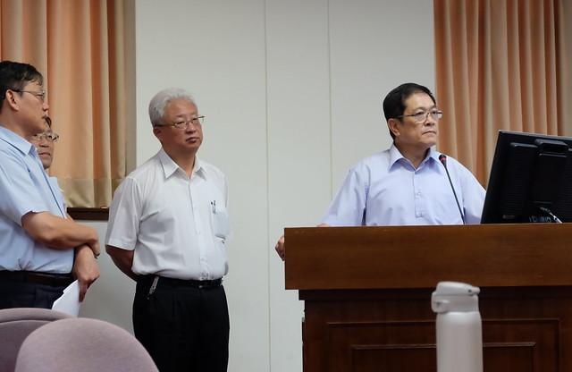 右:經濟部次長楊偉甫 中:台電總經理朱文成 攝影:陳文姿