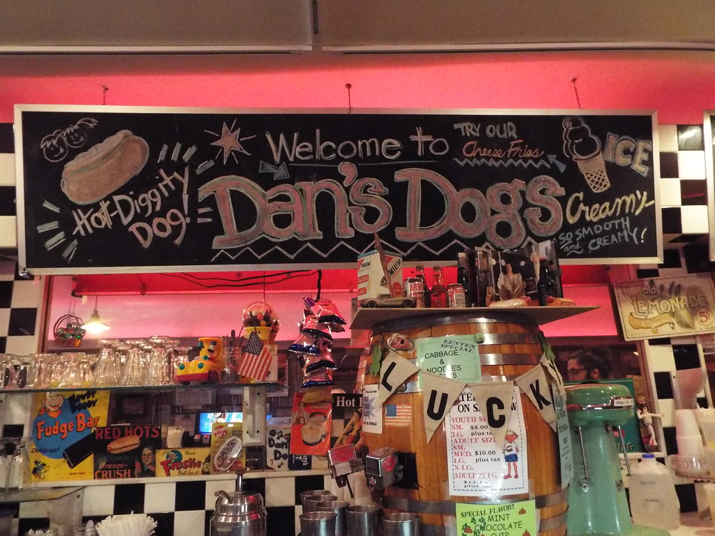 Welcome To Dans Dogs A Great Welcome Sign At Dans Dogs A Flickr
