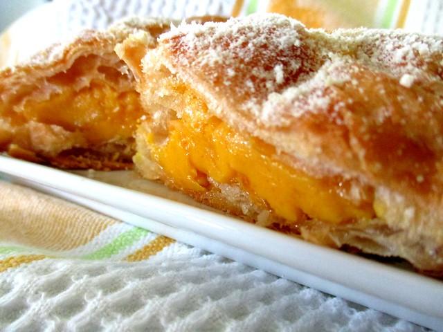 UNIqBUN molten lava croissant 2