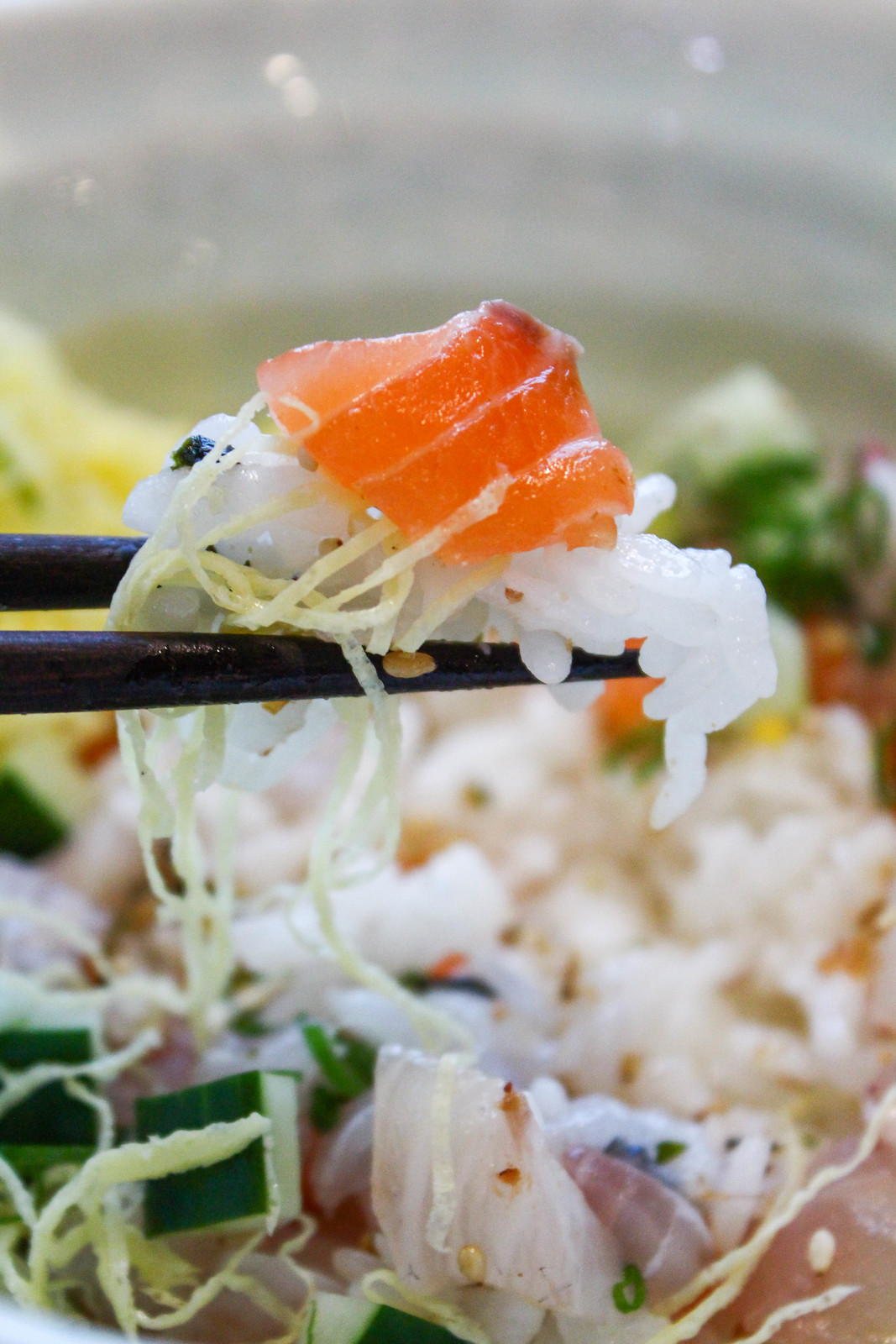 sushi_airway_chirashi_don_rice_on_chopsticks