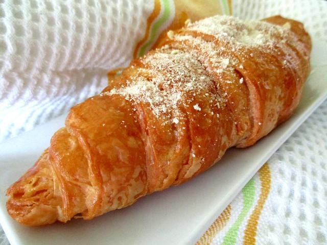UNIqBUN molten lava croissant 1