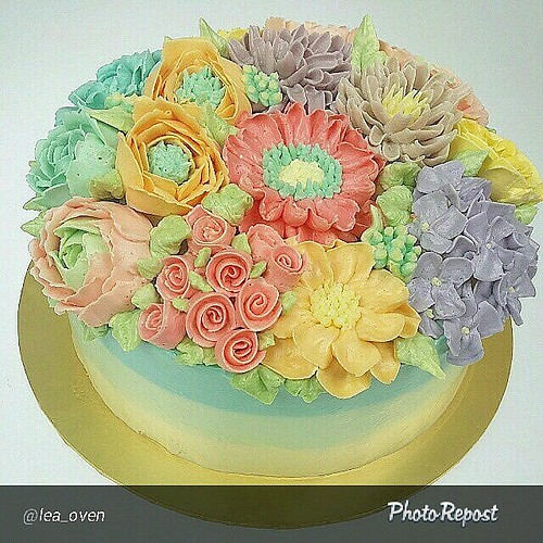 Cake Decorating With Swiss Buttercream : Floral Buttercream class, the latest trend in cake decorat ...