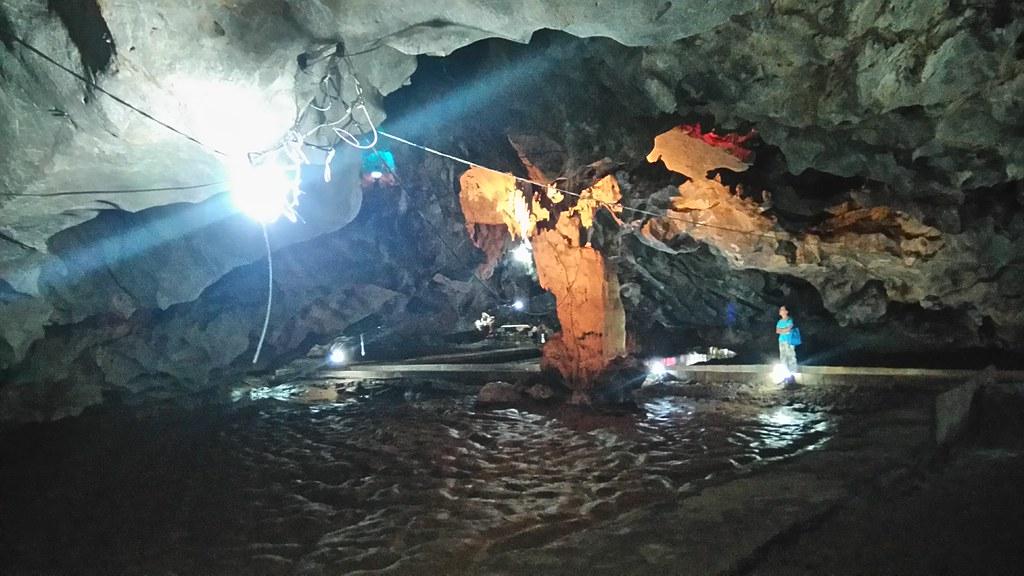 วัดถ้ำน้ำ สวย ศักดิ์สิทธิ์ พร้อมลิงแสนตัว
