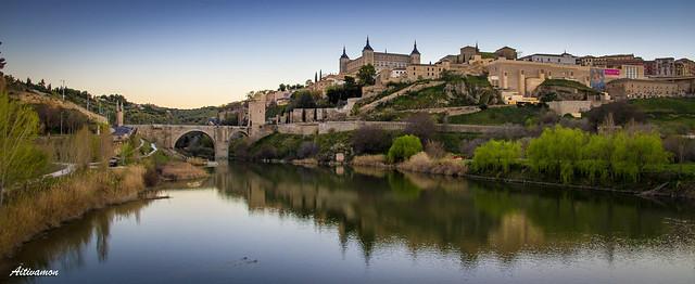 Una panorámica de Toledo desde el puente de Azarquiel
