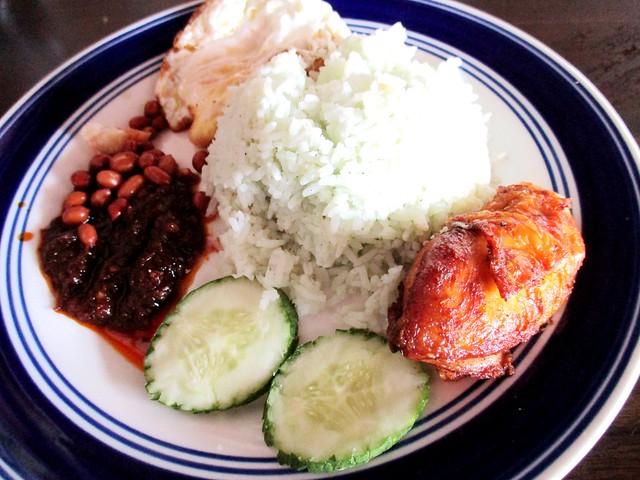Kampong Nyabor Kopitiam nasi lemak