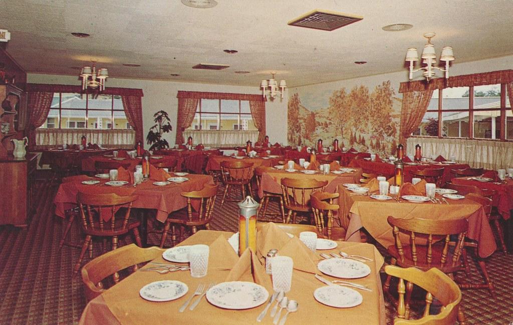 New Englander Motor Inn Heritage House Restaurant - Bennington, Vermont