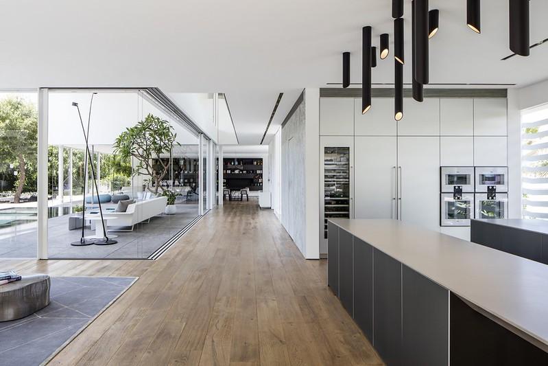 Дом в стиле Hi-Tech в Израиле от Pitsou Kedem Architects