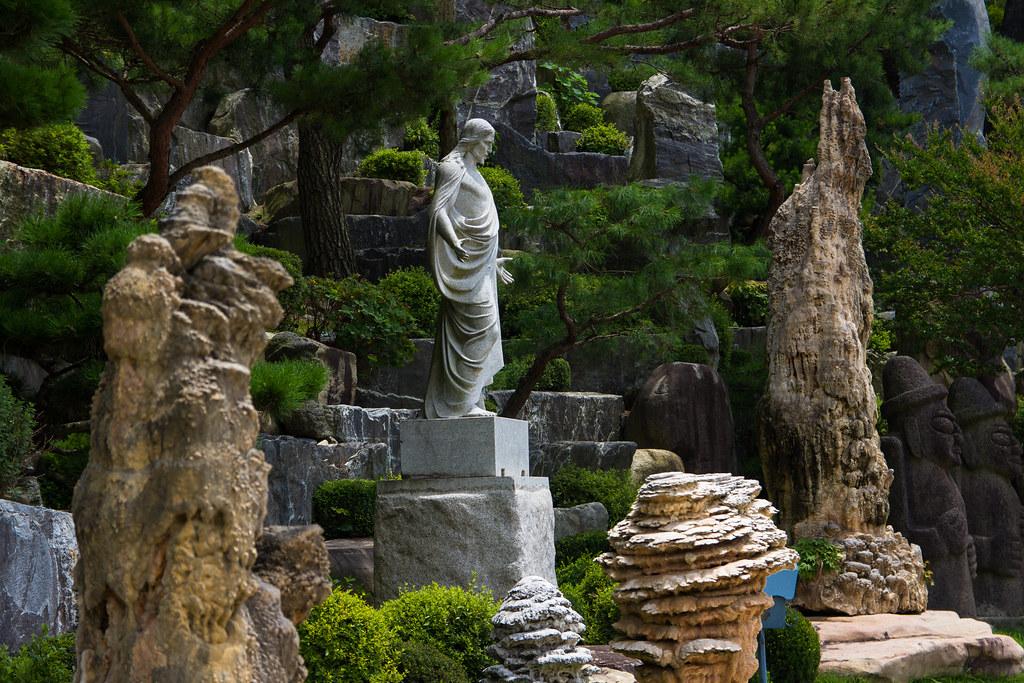 自然聖殿攝理教會耶穌像