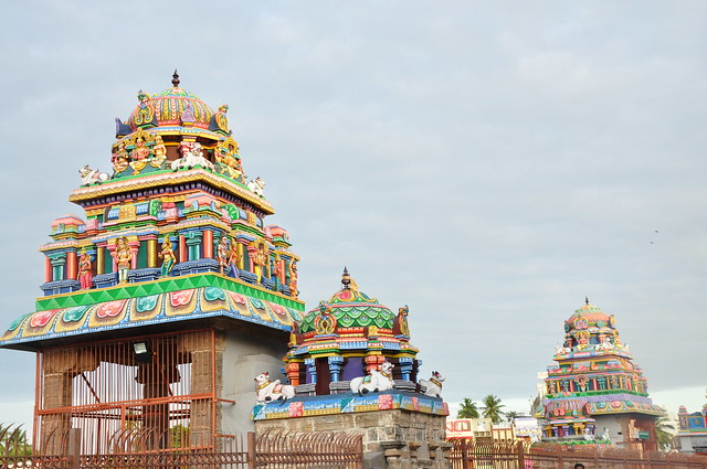 The mandapams, dedicated to Lord Shiva, are beautifully carved, stuccoed and brilliantly coloured. Various motifs and figures on the shrines depict legends and folklores.