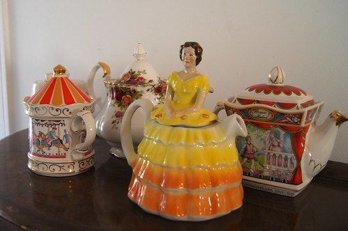 Dolly's - teapots