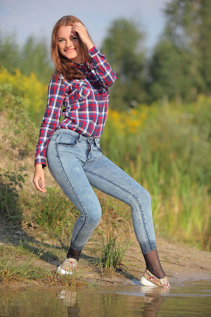 Girl Get Wet In Super Skinny Jeans And Shirt  Tags -5587