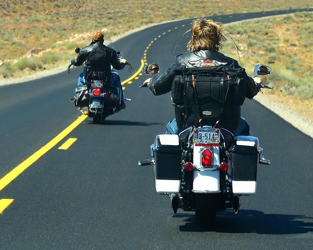 Motos recorriendo la ruta 66 de los Estados Unidos y la Costa Oeste