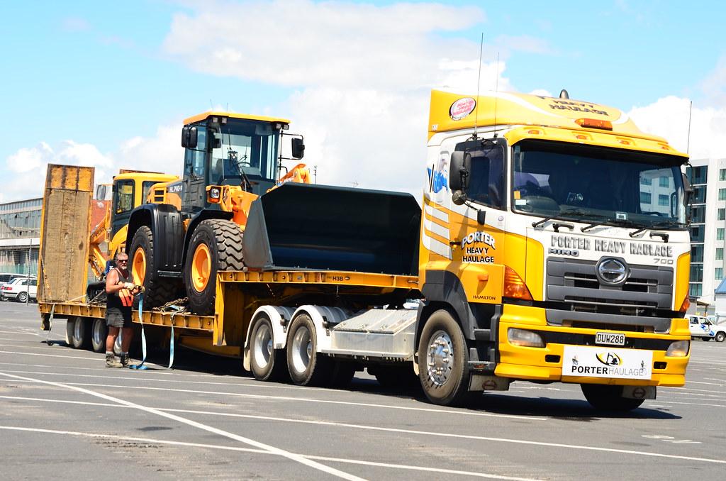 Hino porter heavy haulage auckland docks 29 flickr for Porte zen fiber