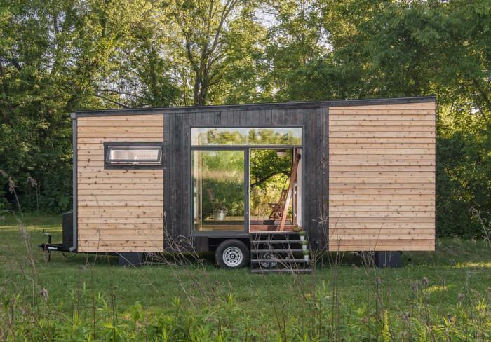 Кемпинг-прицеп Alpha Tiny House от New Frontier