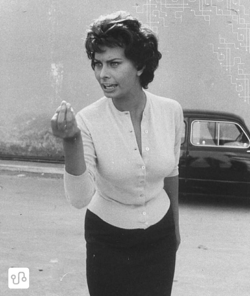 Sophia Loren flagrada fazendo a coxinha