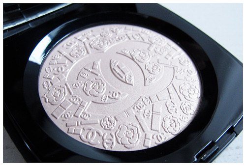 754_Chanel_Illuminating_Powder06
